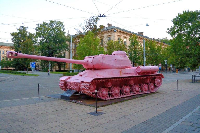 Kunst tussen oorlog en vrede