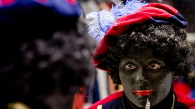 Sinterklaasfeest is een groot volkstoneel en gaat niet over een katholieke heilige en een slaafse Moor