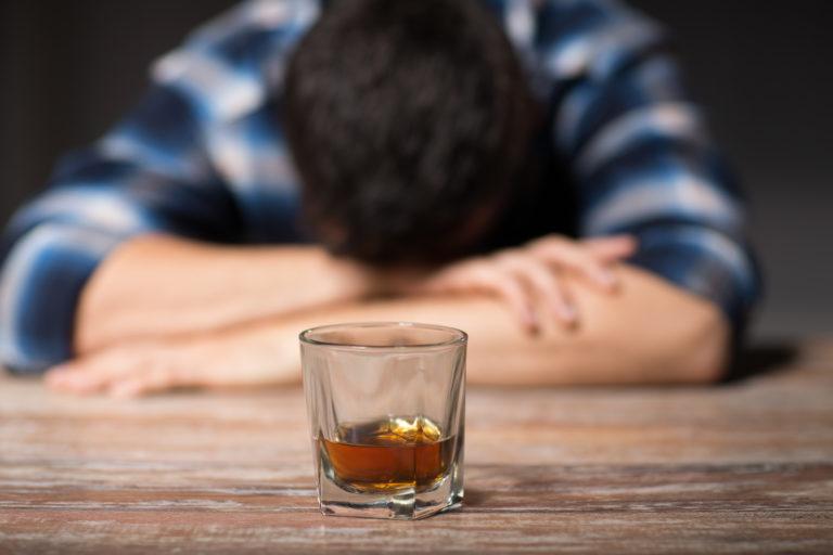 Waarom is een alcoholverslaving zo lastig te overwinnen?